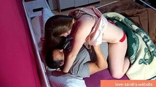Porno quente de mulher pelada sem roupa sentando na piroca