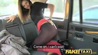 Red turbe trepando gostoso no Fake Taxi