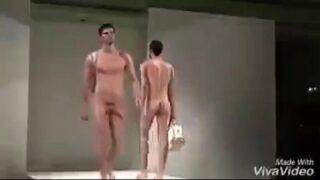 Homens pelados véu