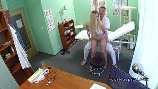 Loirinha gostosa em video de sexo no hospital
